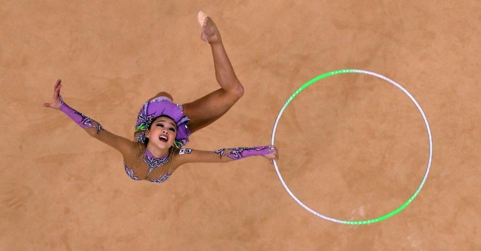 Imagem aérea mostra série de arco da sul-coreana Yeon Jae Son na final deste sábado na ginástica rítmica