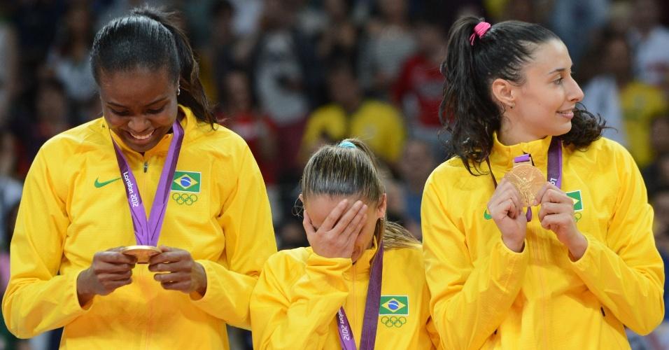 Jogadoras do Brasil se emocionam ao receber medalha de ouro nos Jogos Olímpicos de Londres