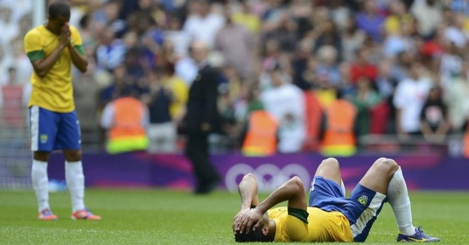 Jogadores brasileiros lamentam derrota para o México na final olímpica