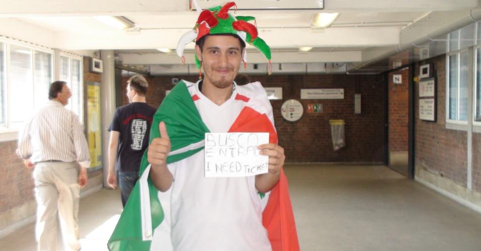 Mexicano sem ingresso para final do futebol masculino tenta a sorte poucas horas antes da partida contra o Brasil