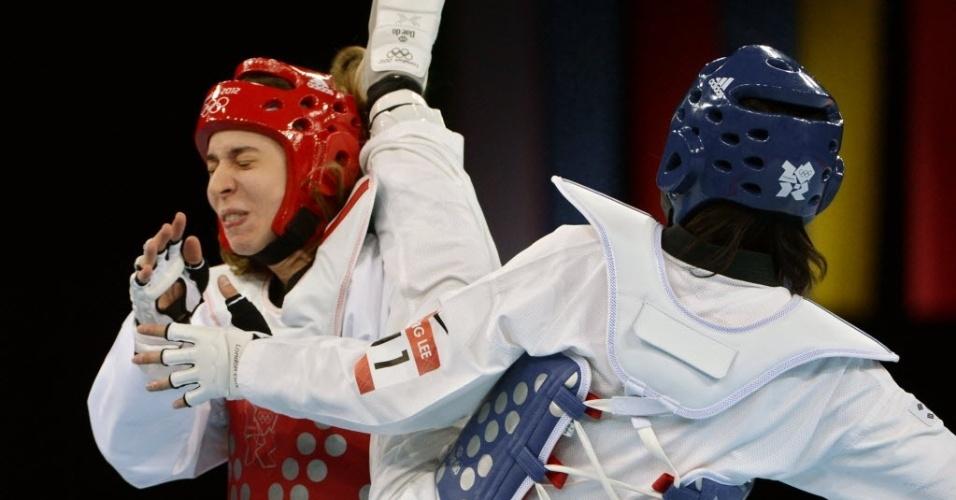 Natália Falavigna leva chute na cabeça durante derrota na estreia do taekwondo para a sul-coreana In Jong Lee