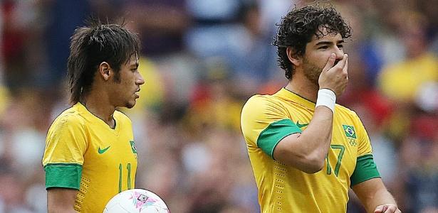 Atletas como Neymar (e) e Pato terão que suportar a pressão na Copa de 2014 e nos Jogos de 2016