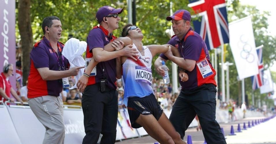 O japonês Koichiro Morioka passou mal durante os 50 km da marcha atlética em Londres