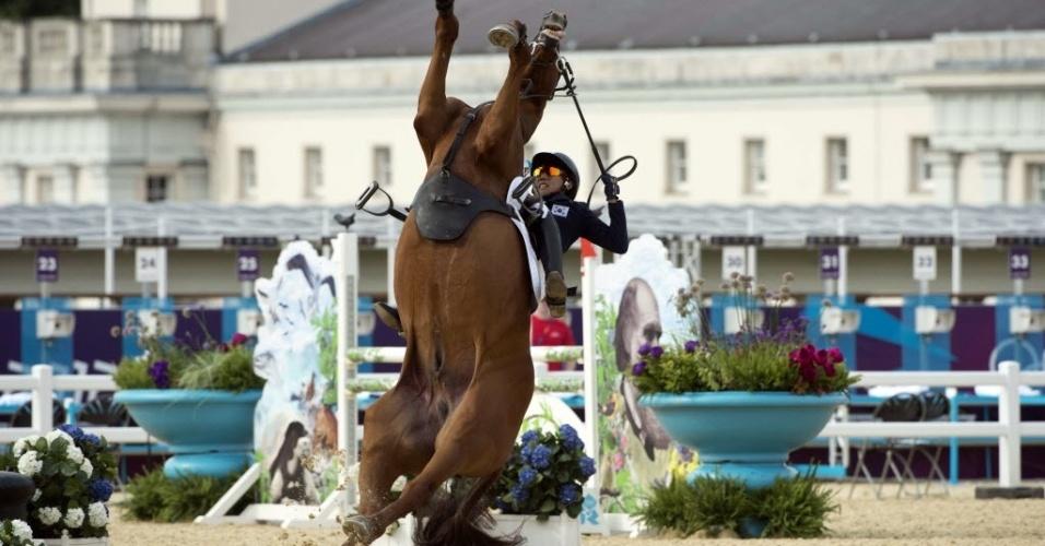 O sul coreano perdeu o controle do cavalo durante disputa de prova do pentatlo moderno
