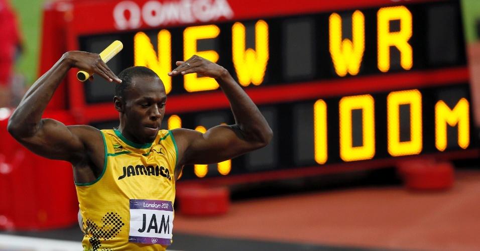 Usain Bolt comemora vitória no revezamento 4x100 m no Estádio Olímpico de Londres