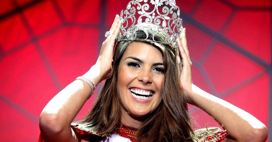 11.ago.2012 - Francine Pantaleão, 23, representante de Jaú, é coroada Miss São Paulo 2012