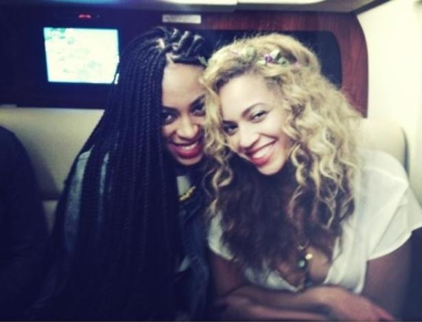 Beyoncé publica foto com amiga em seu Tumblr