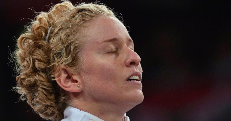 Brasileira Yane Marques luta contra britânica Mhairi Spence na prova de esgrima do pentatlo moderno