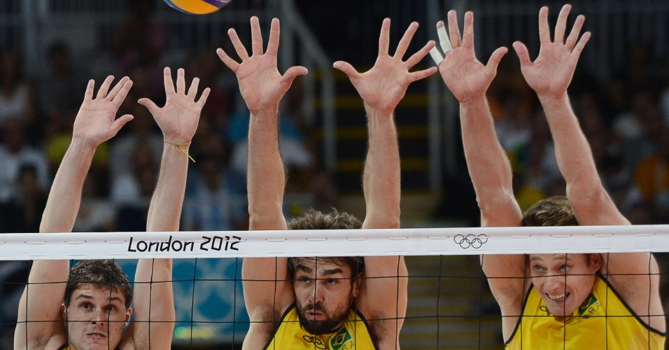 Bruninho, Lucão e Murilo sobem com o bloqueio triplo em partida contra a Rússia