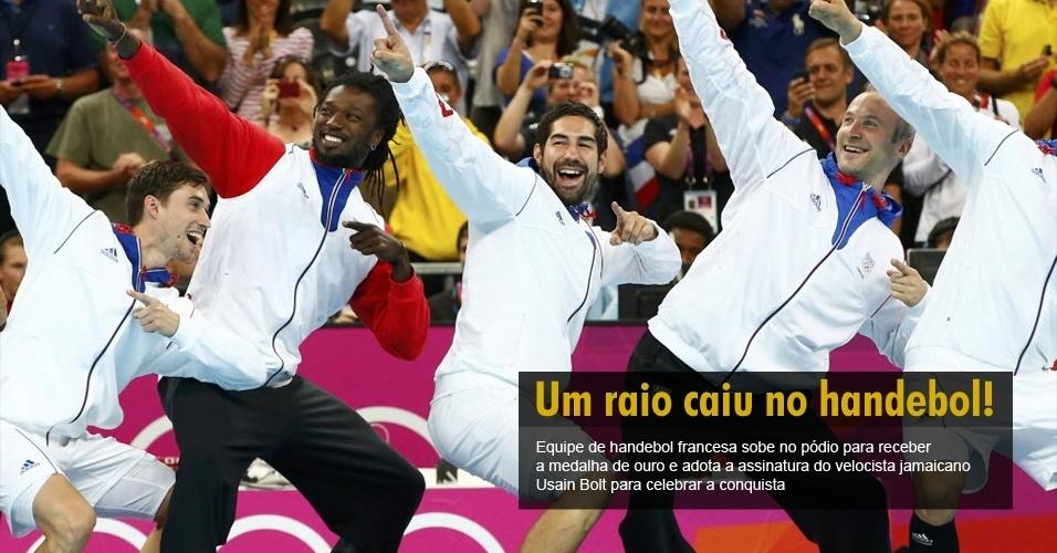 Equipe de handebol francesa sobe no pódio para receber a medalha de ouro e adota a assinatura do velocista jamaicano Usain Bolt para celebrar a conquista