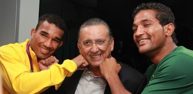 Esquiva Falcão, à esquerda, e seu irmão Yamaguchi participaram de programa com Galvão Bueno