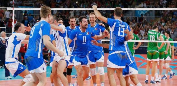 Jogadores italianos comemoram vitória sobre Bulgária na disputa do terceiro lugar