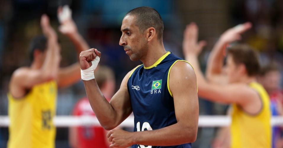 Líbero Serginho comemora ponto brasileiro na final olímpica contra a Rússia