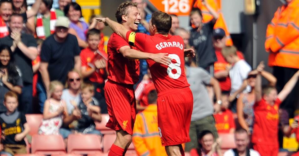 Lucas comemora o seu gol na vitória do Liverpool por 3 a 1 sobre o Bayer Leverkusen