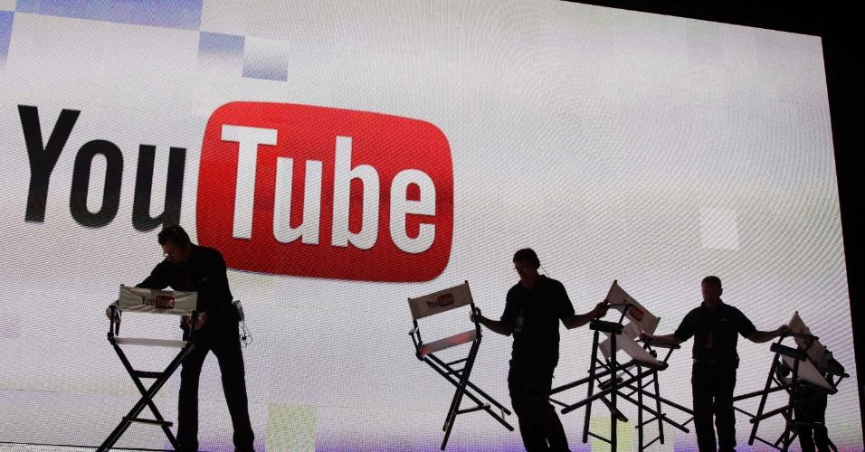 3º - YouTube: O site de compartilhamento de vídeos consegue visitas de 29% de internautas no mundo e também manteve a posição no ranking dos 500 mais populares em relação a 2011. Em média, os usuários gastam 18 minutos assistindo a vídeos no YouTube, aponta a Alexa