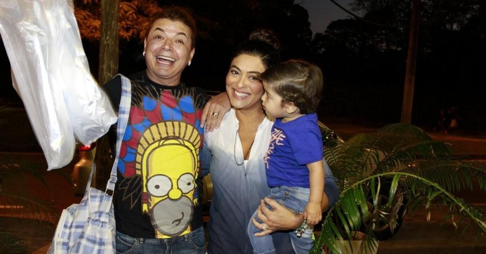O promoter David Brazil e a atriz Juliana Paes prestigiaram a festa de cinco anos de José, filho de Carolina Dieckmann (13/8/12). Juliana estava acompanhada do filho Pedro