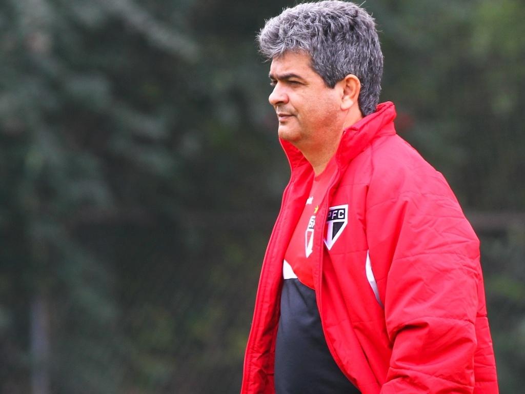 Técnico Ney Franco, durante o treino do São Paulo