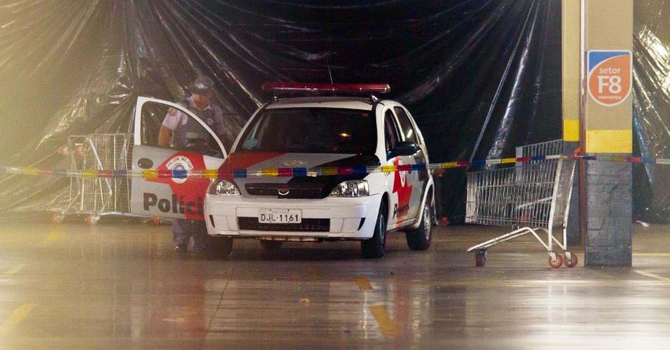 14.ago.2012 - O enfermeiro Márcio Tenório de Barros, 34, que estava desaparecido desde o dia 2 de agosto, foi encontrado morto em seu carro no estacionamento de um supermercado, em Ribeirão Preto (SP), na manhã desta terça-feira (14). O corpo foi achado por um taxista que tem ponto no estacionamento e desconfiou do carro, que já estava há pelo menos três dias no local
