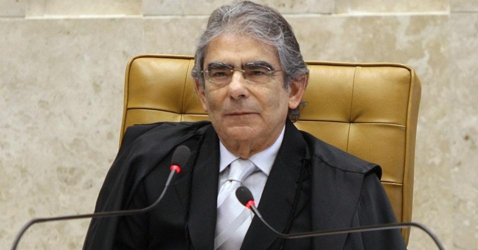 14.ago.2012 - O presidente do Supremo Tribunal Federal (STF), Carlos Ayres Britto, abre a sessão do nono dia de julgamento do mensalão, nesta terça-feira