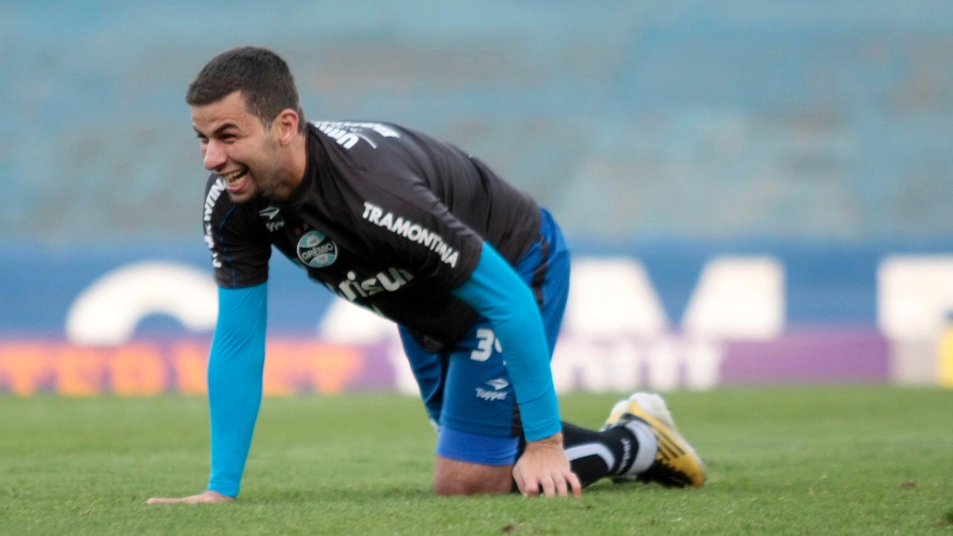 André Lima brinca durante treinamento do Grêmio nesta terça-feira (14/08/2012)
