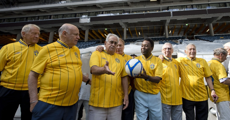 Antigos companheiros de Santos e seleção brasileira, Pepe, Zito e Pelé serão homenageados no amistoso entre Brasil e Suécia