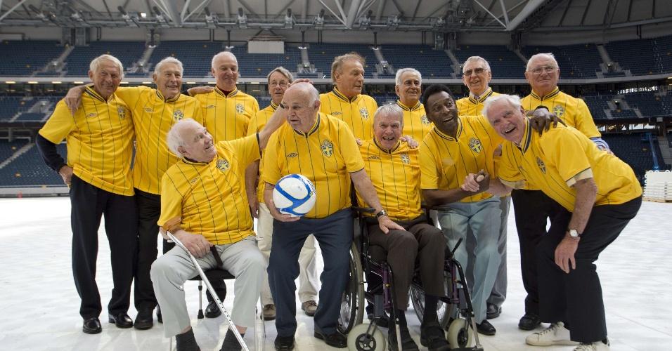 Ex-jogadores da Suécia e Brasil visitam a nova