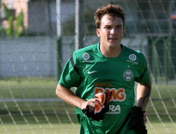 Willian Farias participa de treino do Coritiba