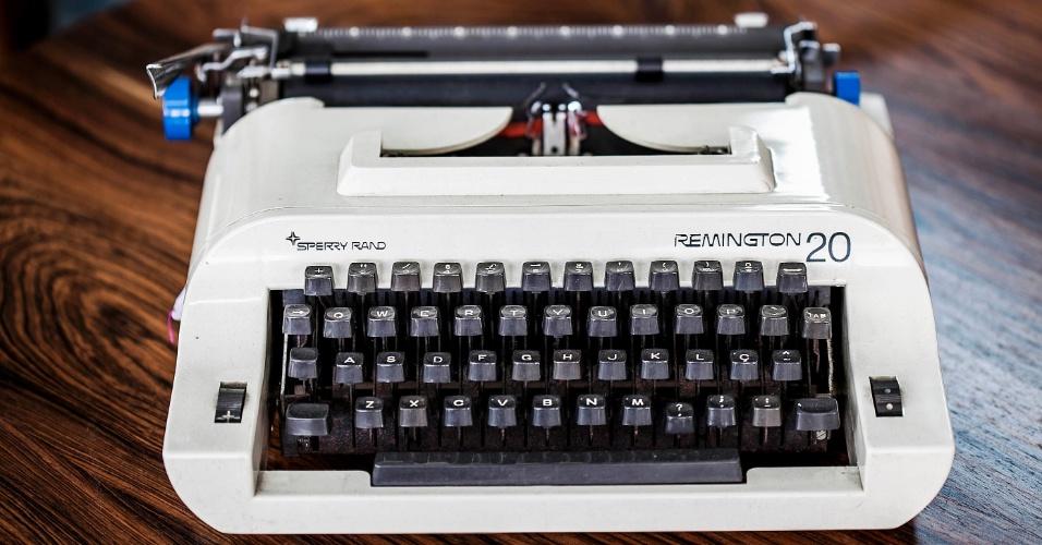 A máquina de escrever Remington 20 foi produzida na década de 80. A peça pode ser comprada na Maria Jovem (www.mariajovem.com.br) por R$ 154. Preços pesquisados em agosto de 2012 e sujeitos a alterações