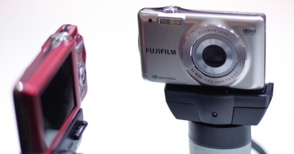 Câmeras digitais da Fujifilm expostas durante a PhotoImage 2012