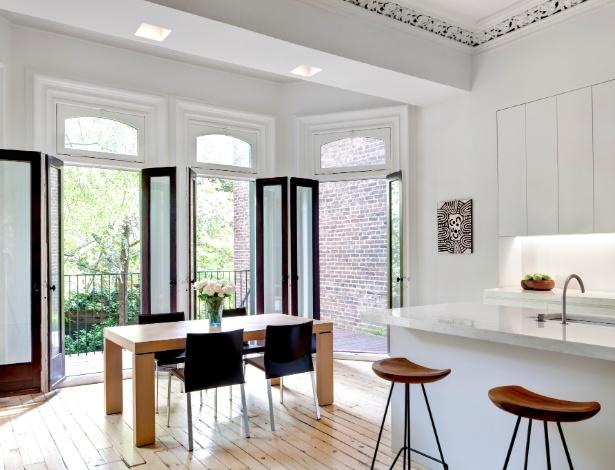 Casa no Chelsea, NY, foi restaurada e recuperou detalhes do século 19 como detalhes no teto e esquadrias - Bruce Buck /The New York Times