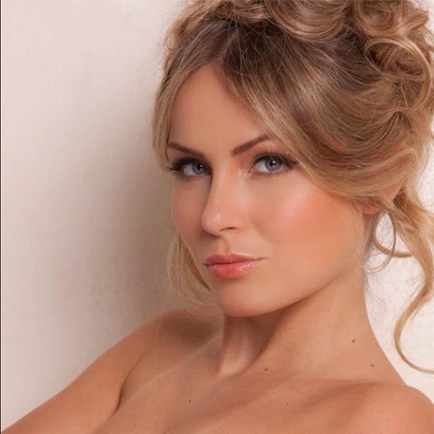 Ex-BBB Renata Dávila divulga imagem de ensaio inspirado em Brigitte Bardot (15/8/2012)