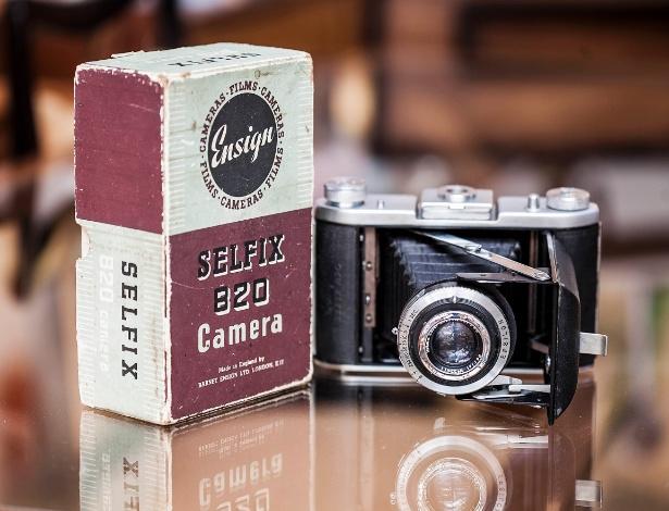 Para decorar, aposte em um item vintage como a câmera fotográfica Ensign Selfix 820 (anos 1950) - Leonardo Soares/ UOL