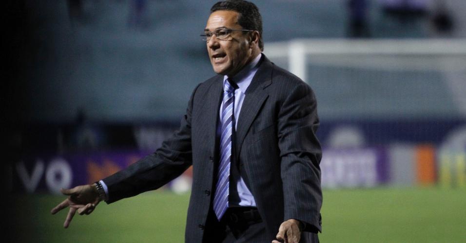 Vanderlei Luxemburgo reclama de jogada em derrota do Grêmio (15/08/2012)