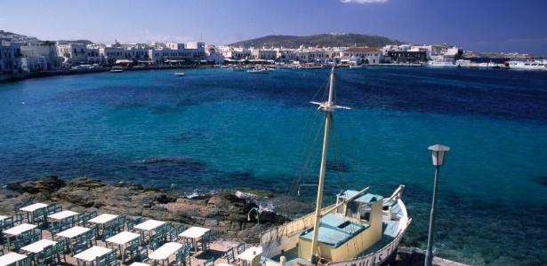 """Vista da ilha grega de Mykonos, onde a Louis Vuitton instalou sua loja """"pop up"""" para o verão europeu - Brainpix"""