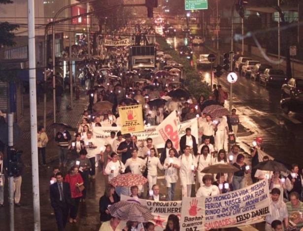 16.ago.2012 - Ato em memória ao prefeito assassinado Celso Daniel, que seguiu até a catedral Nossa Senhora do Carmo, no centro de Santo André (SP)