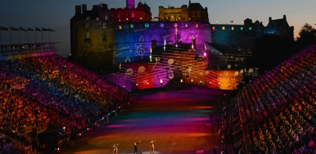 Cantores se apresentam durante o Festival Internacional de Edimburgo, na Escócia, em 2012 - Adek Berry/AFP
