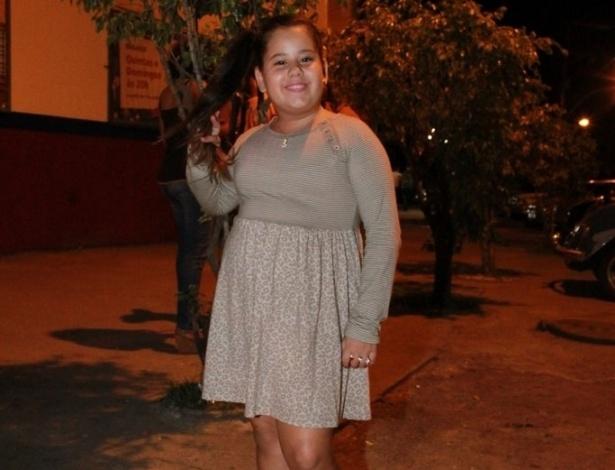 Ana Karolina vai à festa de aniversário de Marcelo Novaes e Vera Holtz no Clube Parque União Curicica, no Rio de Janeiro (16/8/12)