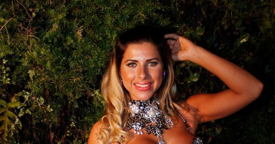Ana Paula Minerato participou da gravação de um clipe promocional do time de futebol Corinthians, em São Paulo (16/8/12). A promoção levará torcedores para uma viagem ao Japão