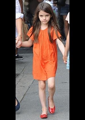 Desde muito pequena, Suri Cruise chamou atenção pelo estilo, marcado pelo uso precoce de salto e maquiagem - Brainpix