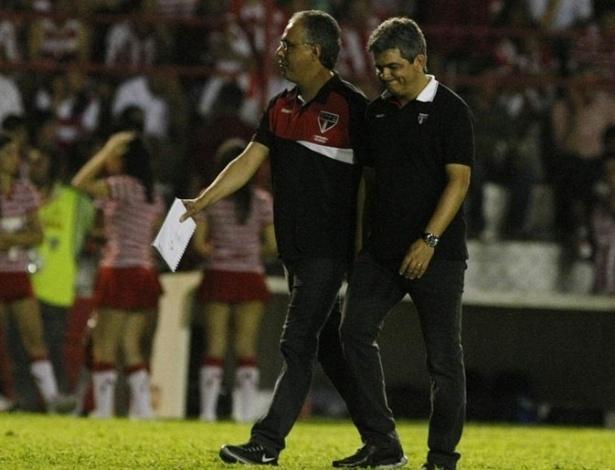 Ney Franco sai lamentando do estádio dos Aflitos após a derrota do São Paulo (16/08/2012)