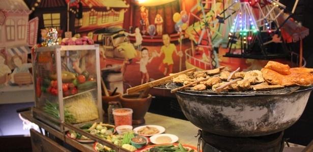 """Replica de carrocinha na exposição """"Delícias Podres: a cultura da comida em conserva"""", na Tailândia (16/8/12) - Marina Wentzel / BBC Brasil"""