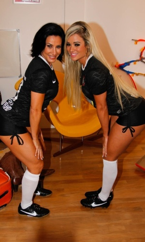 Scheila Carvalho e Ariane Steinkopf participaram da gravação de um clipe promocional do time de futebol Corinthians, em São Paulo (16/8/12). A promoção levará torcedores para uma viagem ao Japão