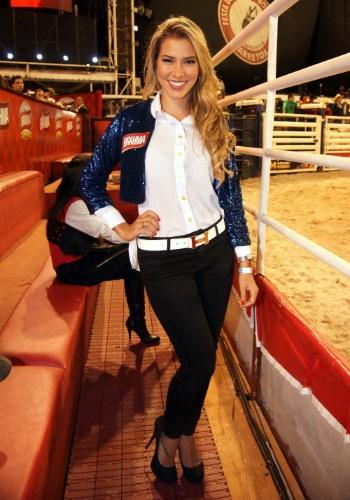 17.ago.2012 - A ex-BBB Adriana Sant´Anna participa da 57ª Festa do Peão de Barretos (SP), que teve início na noite de quinta-feira (16)