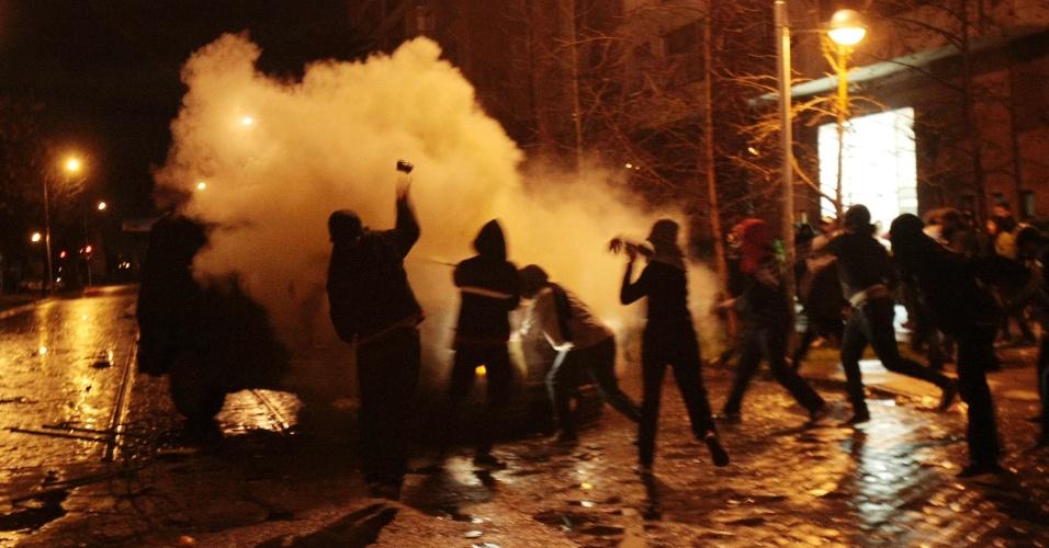 Estudantes chilenos protestam contra o controle do governo sobre o ensino público do país, em Santiago. Há mais de um ano, alunos têm feito manifestações para pedir mudanças na política educacional do Chile