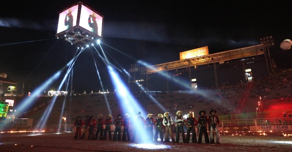 18.ago.2012 - Peões participam da Festa do Peão de Barretos (SP), que teve início na noite de quinta-feira (16)
