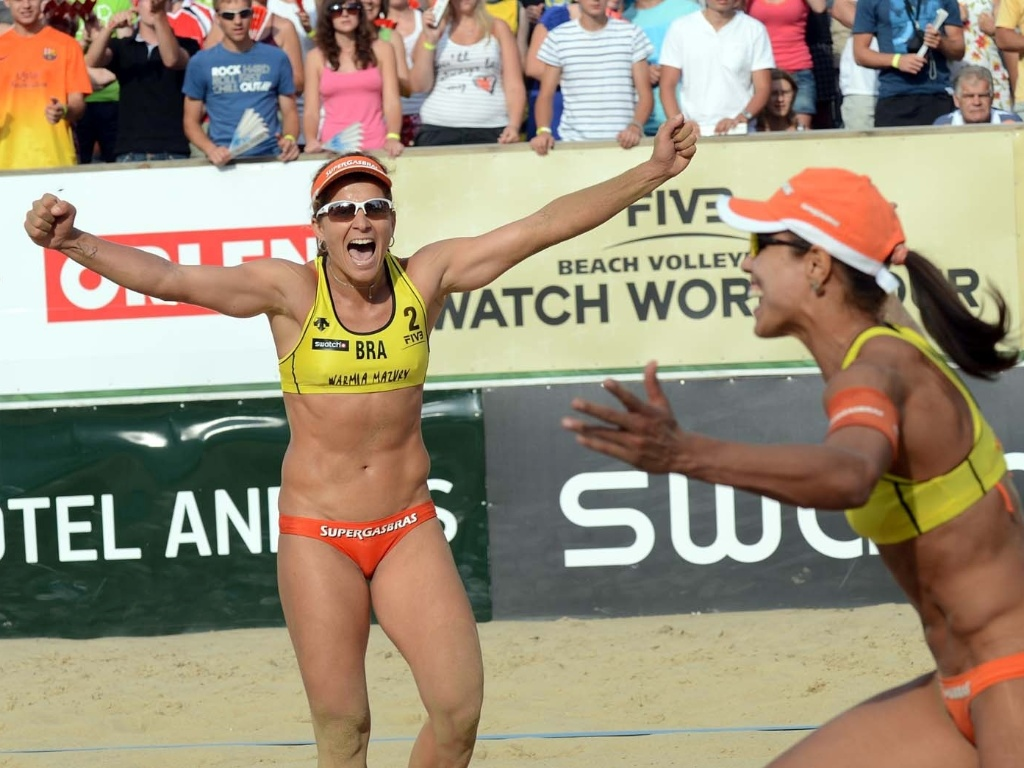 Larissa (esq) e Juliana vibram com vitória na etapa da Polônia do Circuito Mundial