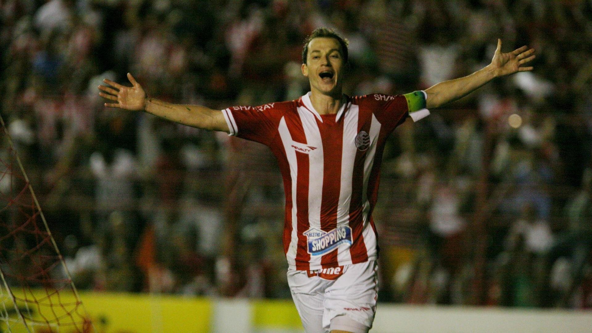 Martinez comemora o gol da vitória do Náutico sobre o Bahia por 1 a 0, nos Aflitos