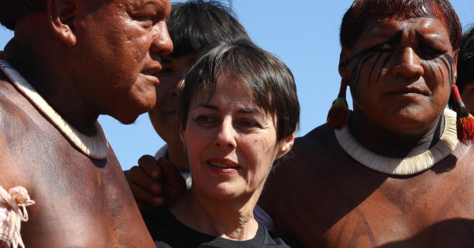 19.ago.2012 - A ministra da Cultura, Ana de Holanda, visita a aldeia Yawalapíti, no Xingu
