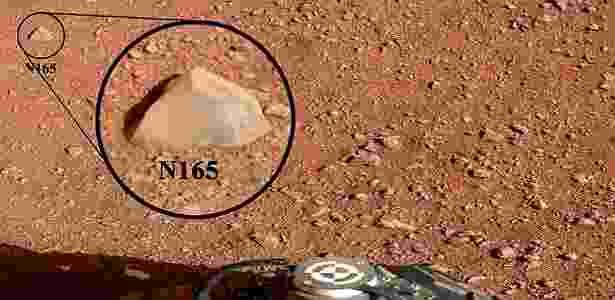 """O Curiosity utilizou o laser da chamada ChemCam na rocha N165, apelidada como """"""""Coroação"""""""" - Reuters/NASA"""