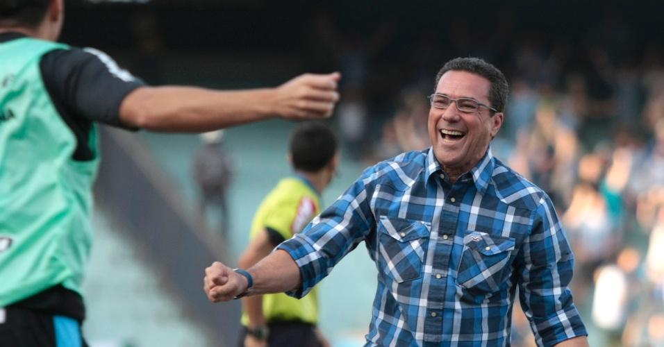 Luxemburgo comemora goleada por 4 a 0 do Grêmio sobre o Figueirense